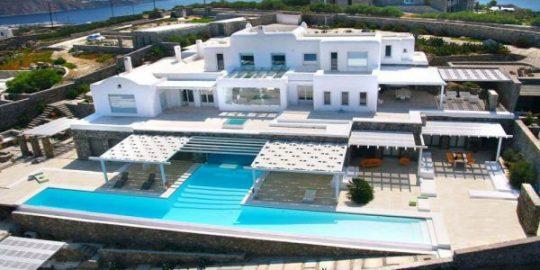 Designer Lakis Gavalas' Mykonos house was sold for €1.91 m